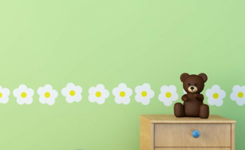 grüne Tapeten Kinderzimmer Blumenmuster schlichtes Design