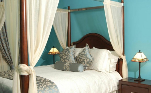 himmelbett-Vorhang-himmelbett-raumtrenner-königlich-blaue-wände