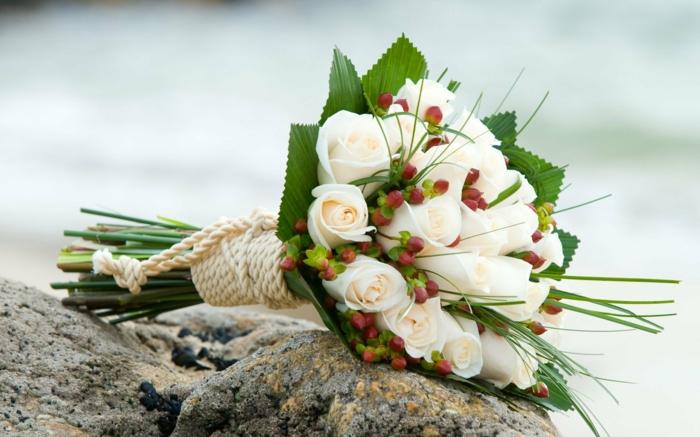 hochzeit strand weiße rosen seil