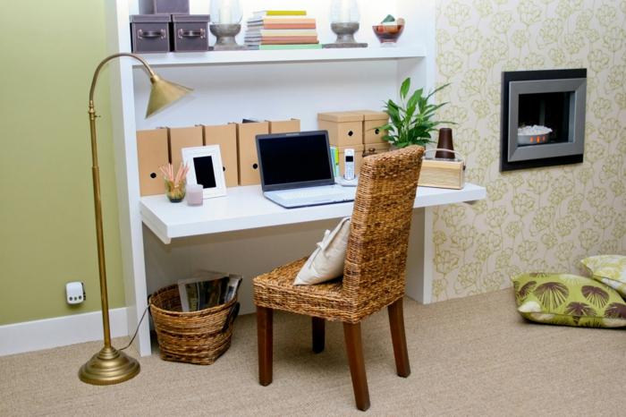 home office selber einrichten bueroeinrichtung rattanstuhl weißer schreibtisch wandregale
