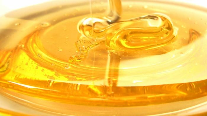 honig gesund honigpott honiglöffel goldwert
