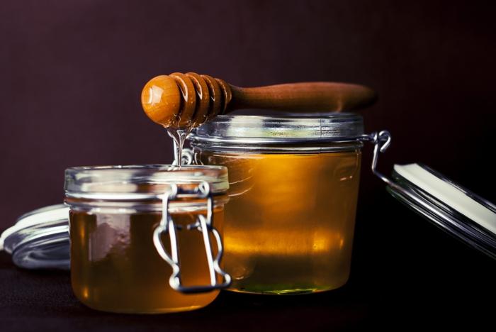 honig gesund honigpott honiglöffel honigwabe schwarz