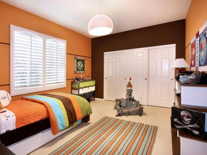 wandfarbe ideen orange braune elemente hängeleuchte streifenteppich