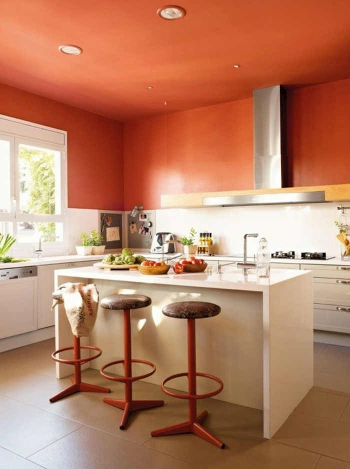 innendesign wohnideen küche orange wände weiße kücheninsel orange zimmerdecke