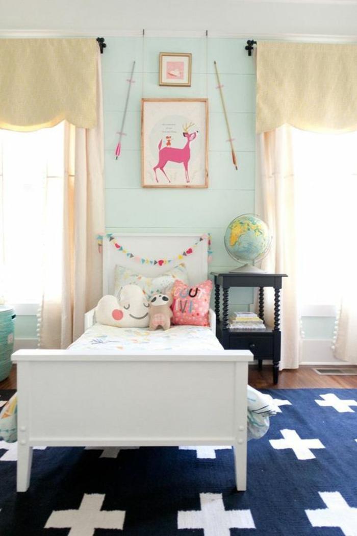 kinderzimmer teppich blau weiß hellgrüne wände