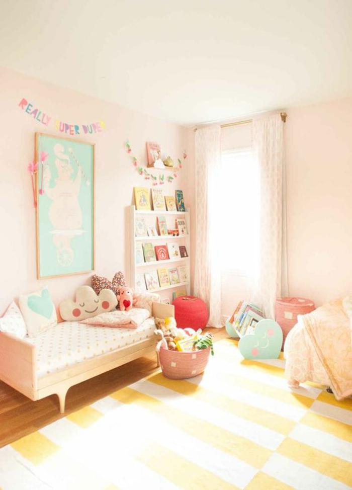 kinderzimmer teppich streifenmuster weiß gelb