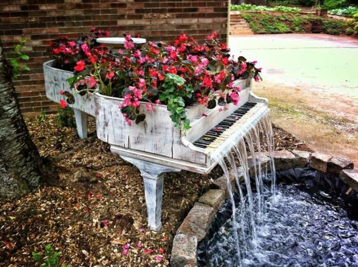 kreative wohnideen gartenideen altes klavier pflanzenbehälter