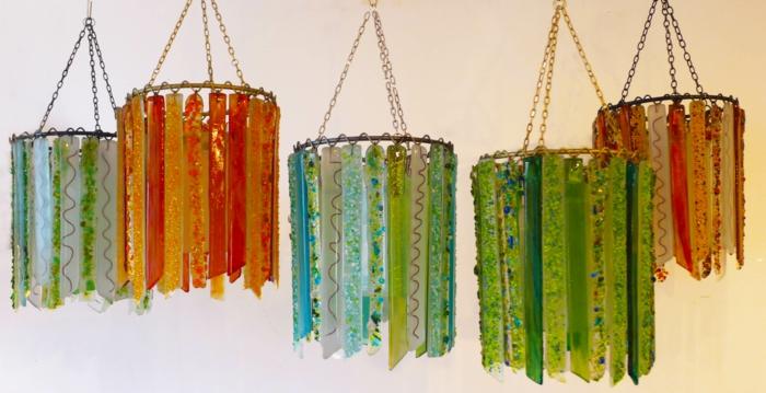 kreative wohnideen wiederverwendetes glas farbig hängelampen