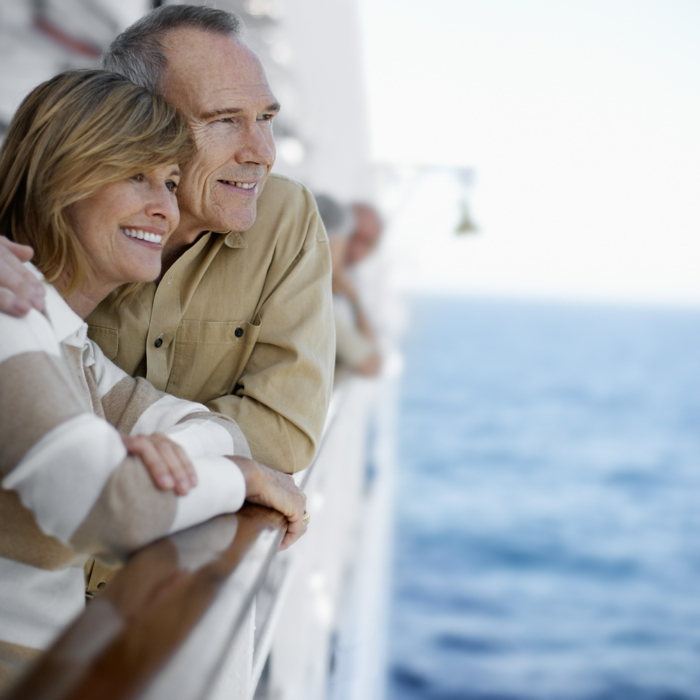 kreuzfahrt reisen kreuzfahrtschiff deck liebespaar