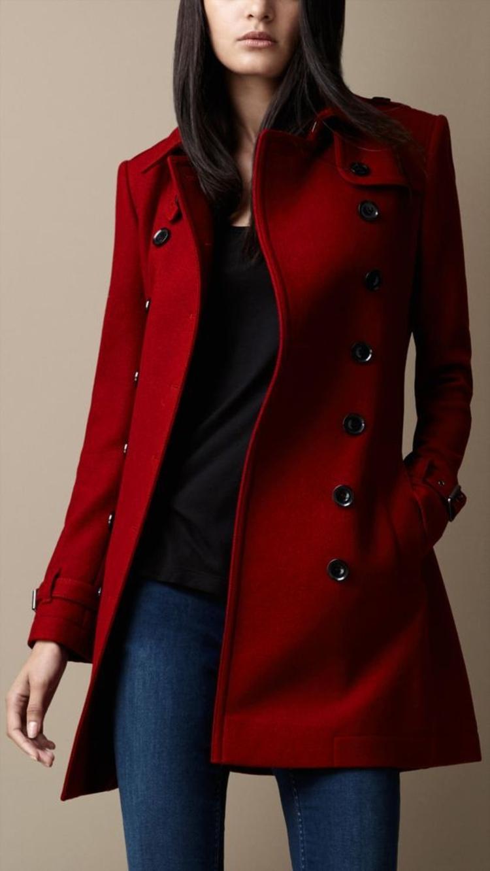 moderne Damenmäntel aktuelle Trendfarben Dunkelrot