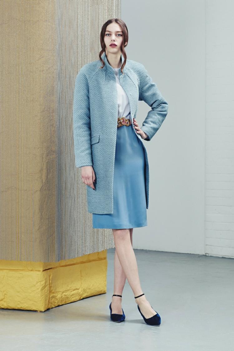 moderne Damenmäntel aktuelle Trendfarben Hellblau