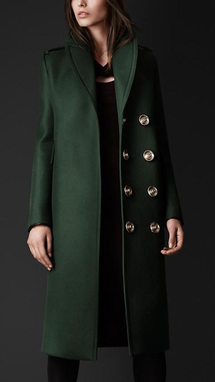 moderne Damenmäntel aktuelle Trendfarben Military Grün