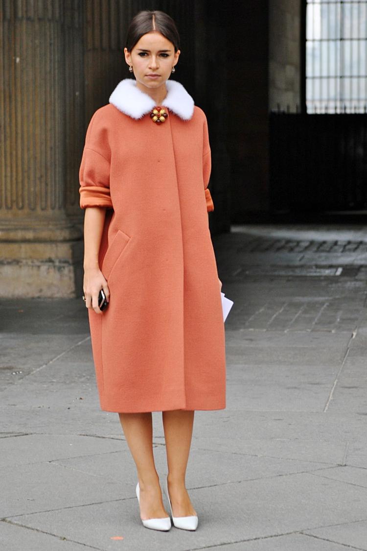 moderne Damenmäntel aktuelle Trendfarben matt orange pastellfarben
