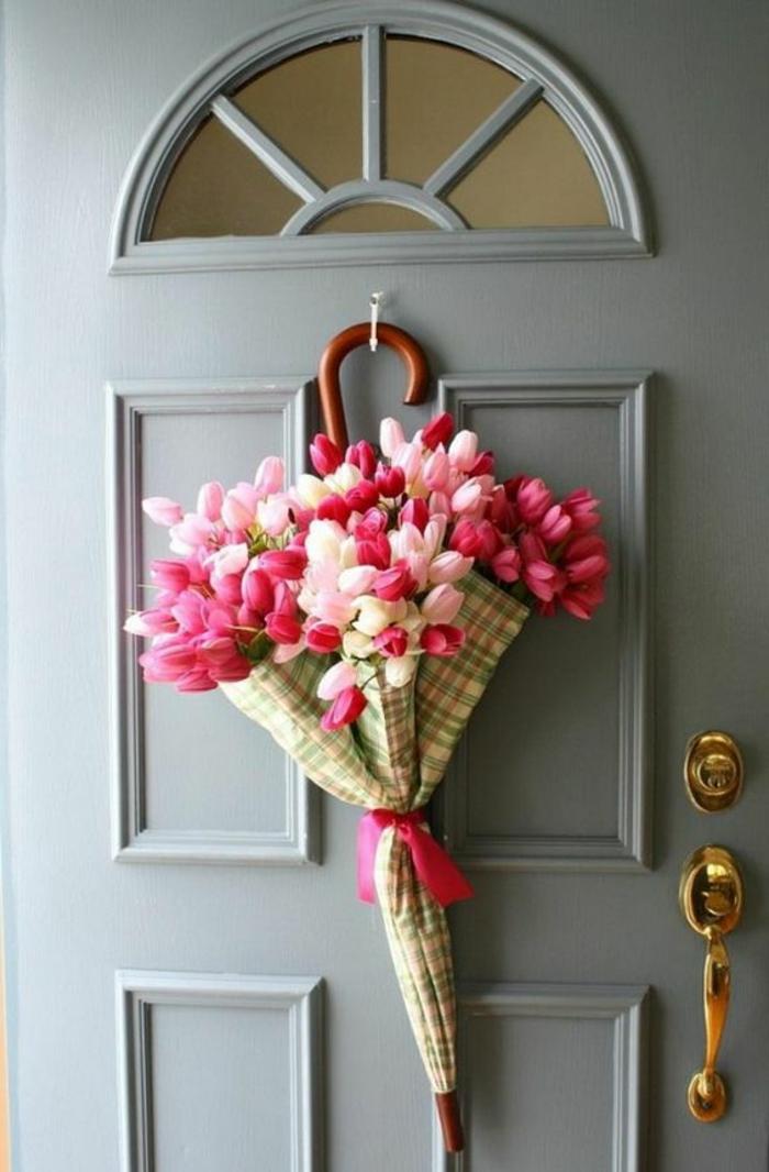 osterdeko garten eingangstür dekorieren tulpen