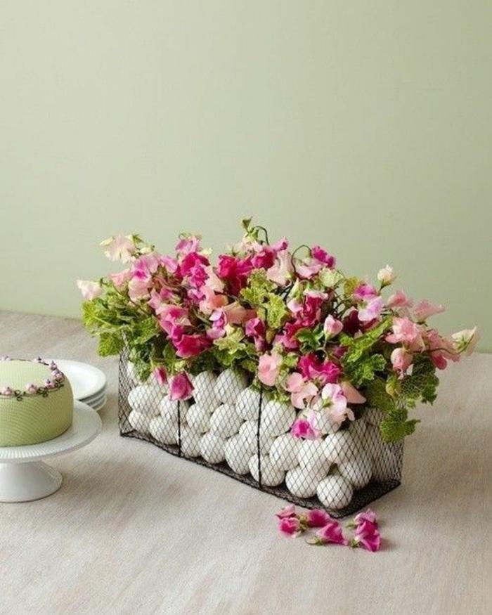 osterdeko ostern tischdekoration frühlingsblumen weiße ostereier