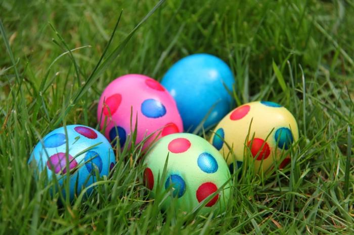 ostereier bemalen aquarellfarben eier faerben basteln mit kindern