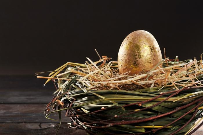 ostereier bemalen dekorieren blattgold weidenzweigen nest