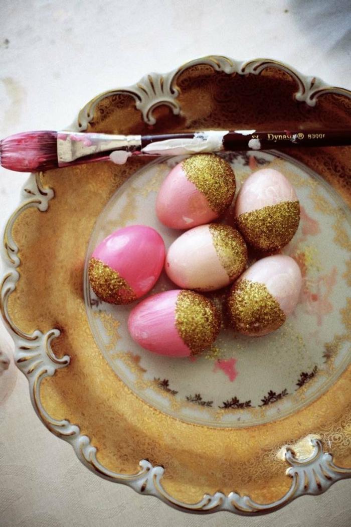 ostereier bemalen einfarbige rosa eier gold glitzer
