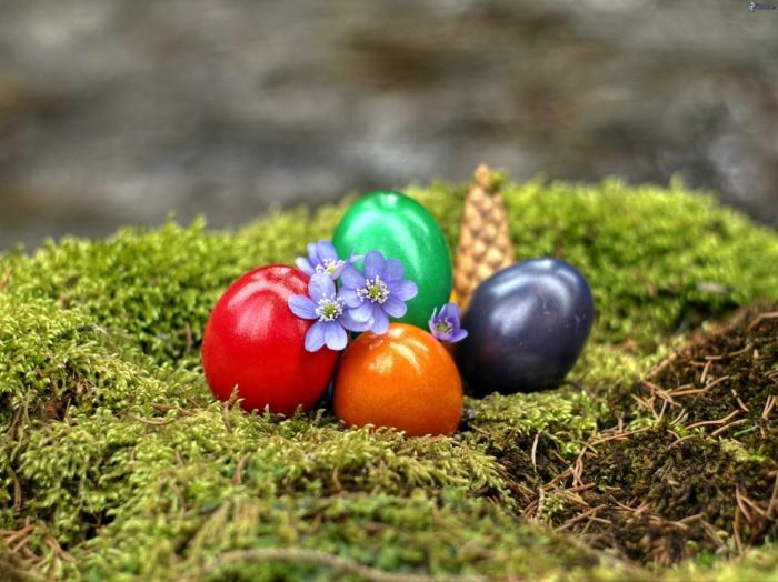 ostereier bemalen osterdeko einfarbige eier gestalten