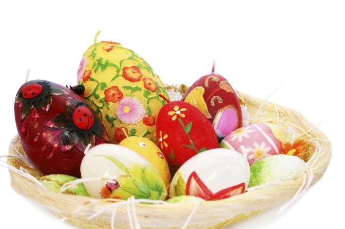 ostereier dekorieren basteln mit kindern blumen eier faerben