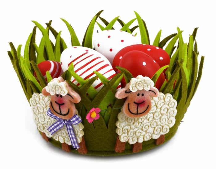 ostereier dekorieren basteln mit kindern filzschafe eier faerben schale