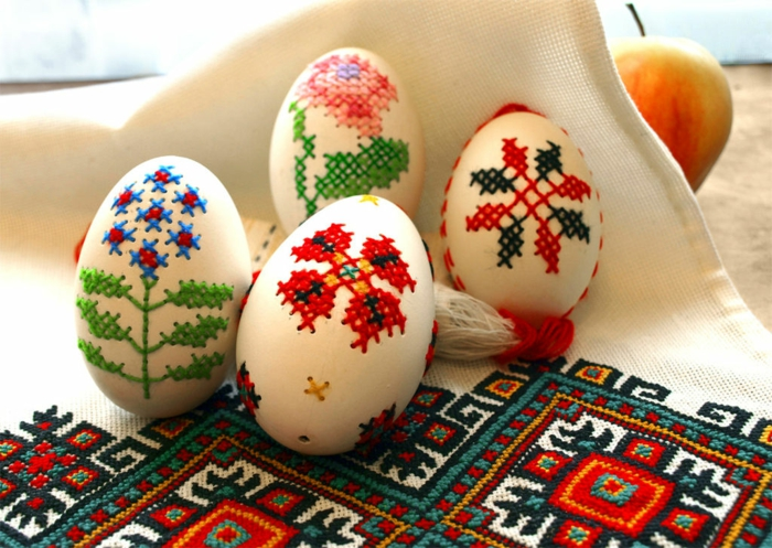 ostereier dekorieren besticken stickereien ethnomotive