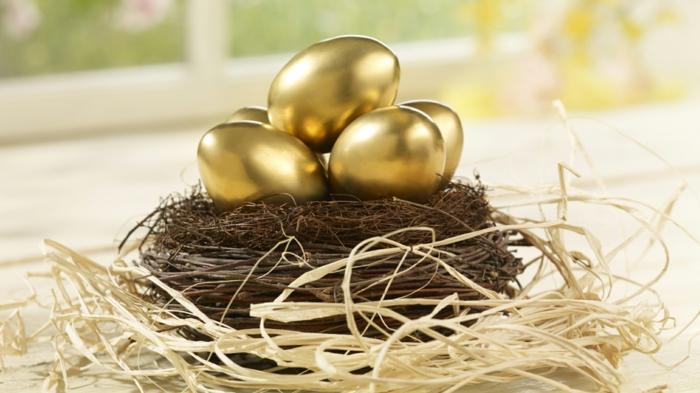 ostereier färben dekoideen bemalen goldene eier selber machen osterdekoration