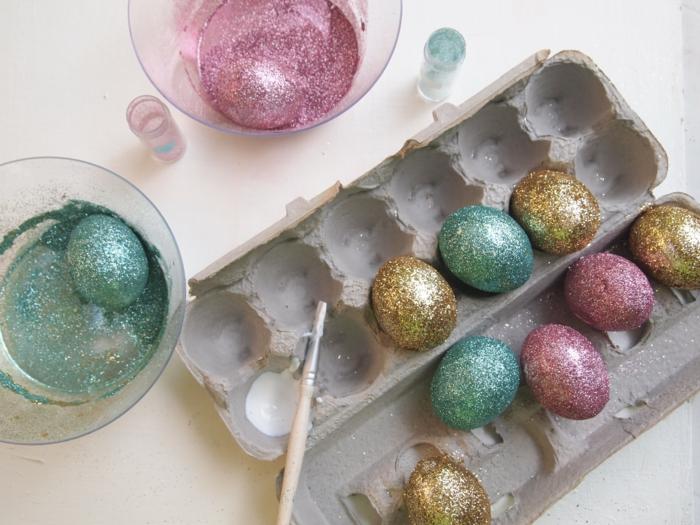 ostereier färben dekoideen glitzer dekoration selber machen