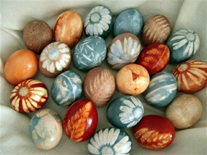 ostereier gestalten naturmaterialien farben blumen blätter