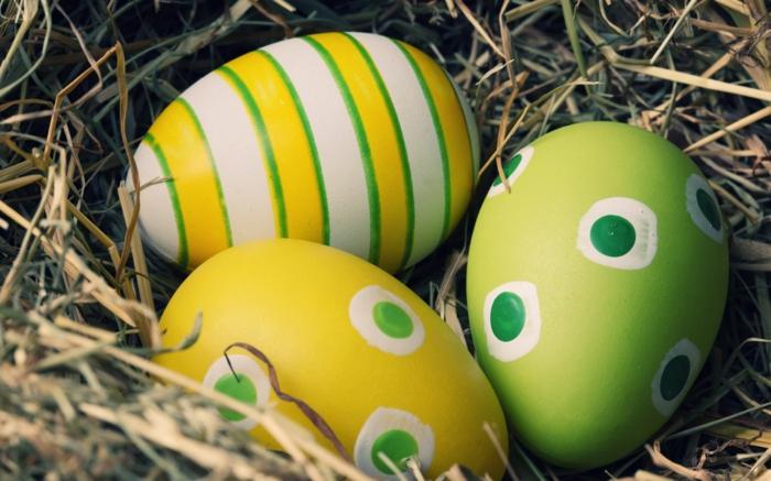 ostereier grün weiß gelb eier faerben streifen punkte osterdeko selber machen