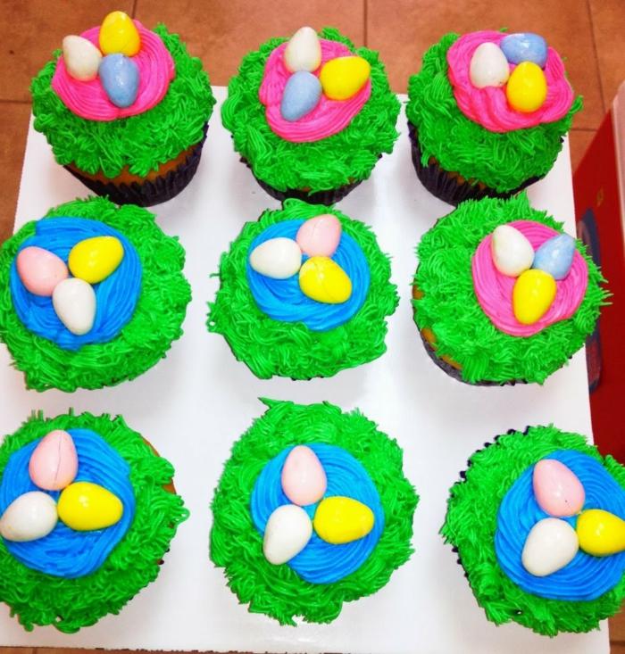 osterkuchen backen farbige muffins nest