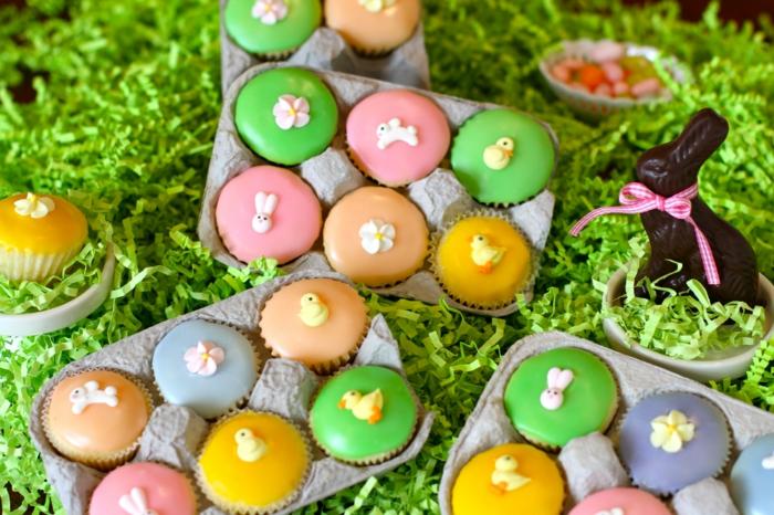osterkuchen mini farbige kuchen ostern tischdeko