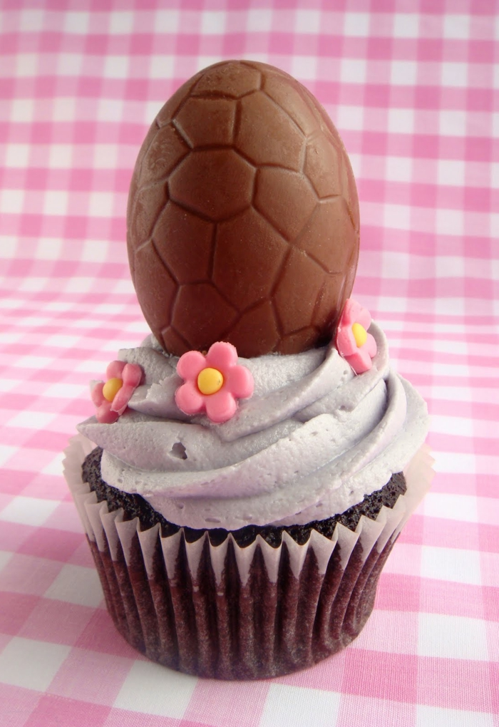 osterkuchen mini kuchen backen schokoladenei blumen