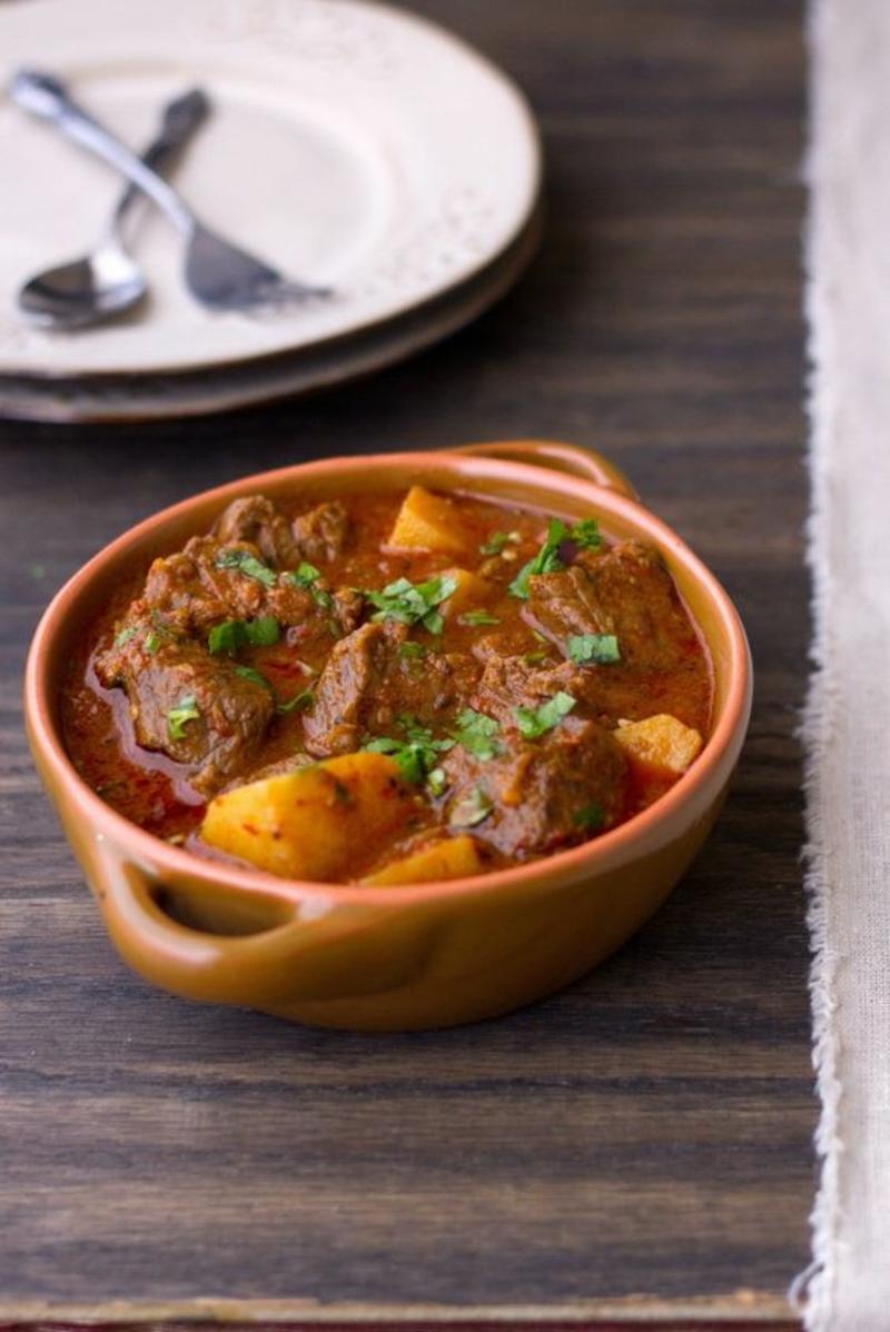 pakistanische Küche typische Gerichte Aloo Gosht