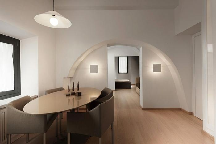 penthousewohnung rom kleine wohnung arkade minimalisitsches innendesign ovaler esstisch