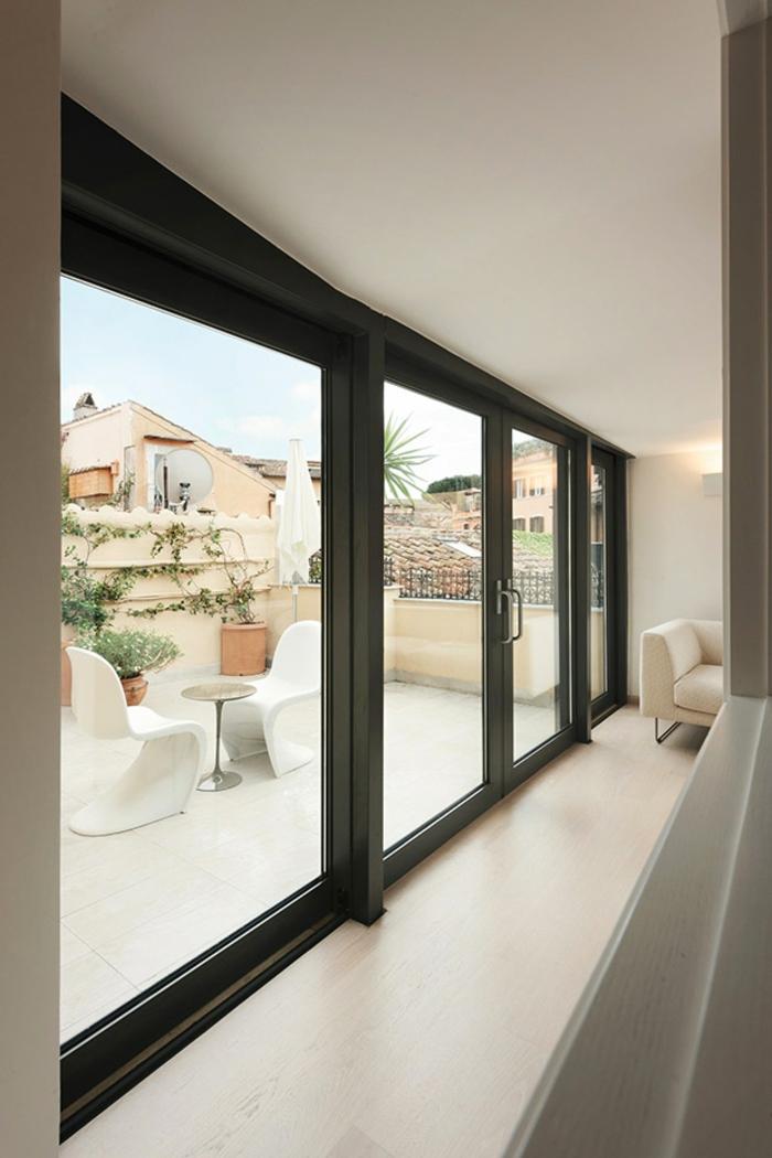 penthousewohnung wohnzimmer balkon balkonmöbel schiebetüren raumhohe fenster