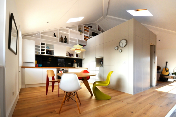 raumgestaltung-dachgeschoss-einzimmerwohnung-küche-essbereich-hochbett-wandregale