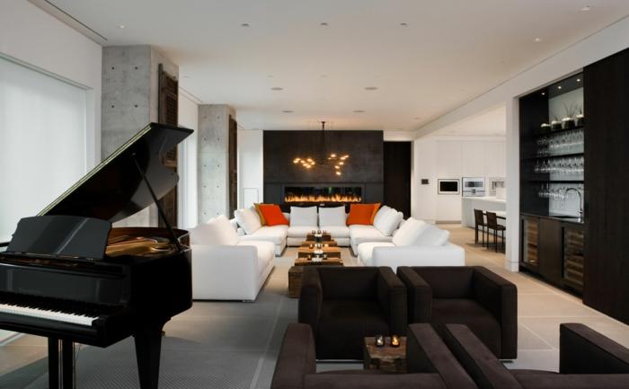 raumgestaltung wohnzimmer weißes sofa kissen orange ethanolkamin braune sessel klavier