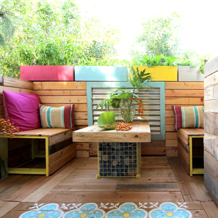 recycling möbel europaletten möbel farbige textilien pflanzen