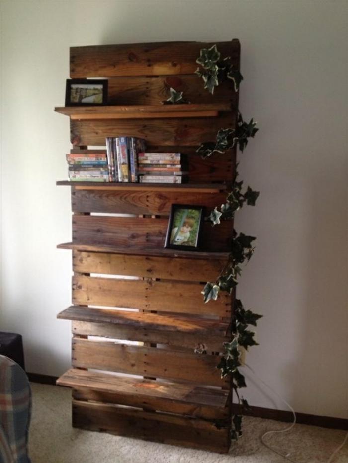 recycling möbel regalsystem holz kletterpflanzen