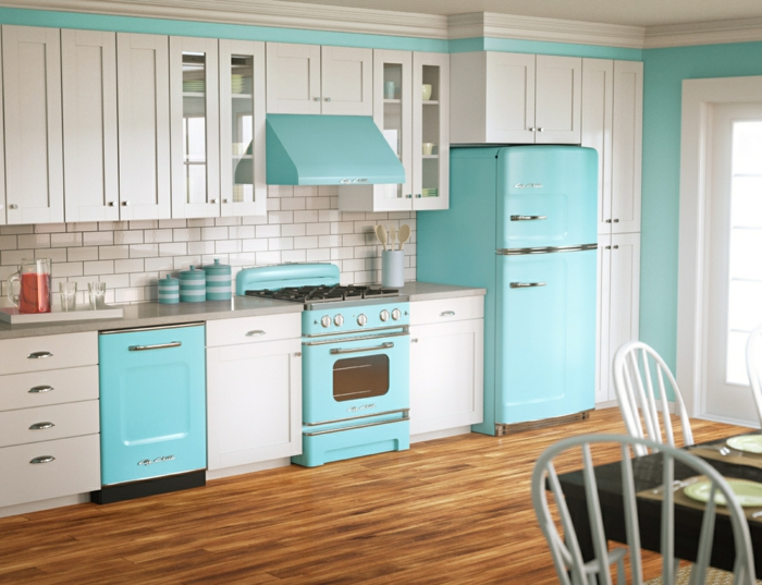 retro kühlschrank hellblau vintage trendfarbe kücheneinrichtung weiße schränke