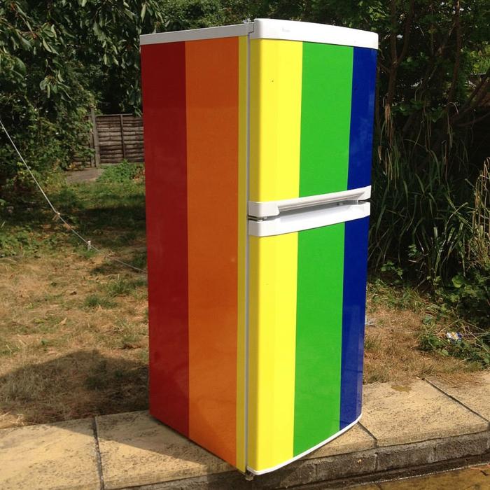 retro kühlschrank regenbogen farben dekoration selber machen