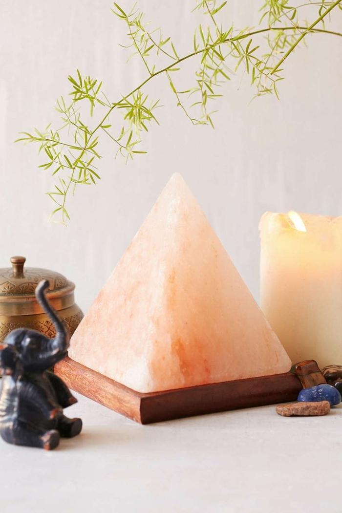 salzkristalllampe himalaya salz pyramide tischleuchte schreibtisch gesunde wirkung