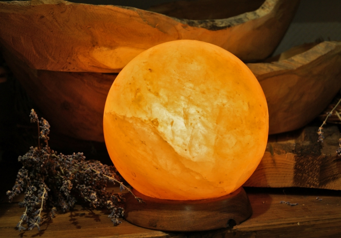 salzkristalllampe himalaya salz sphäre runde form gesunde wirkung