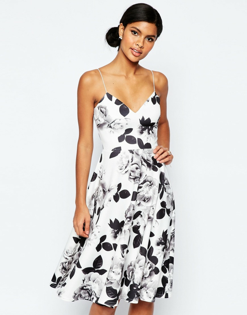 schöne Sommerkleider Blumenkleid mit schwarz weiß Print
