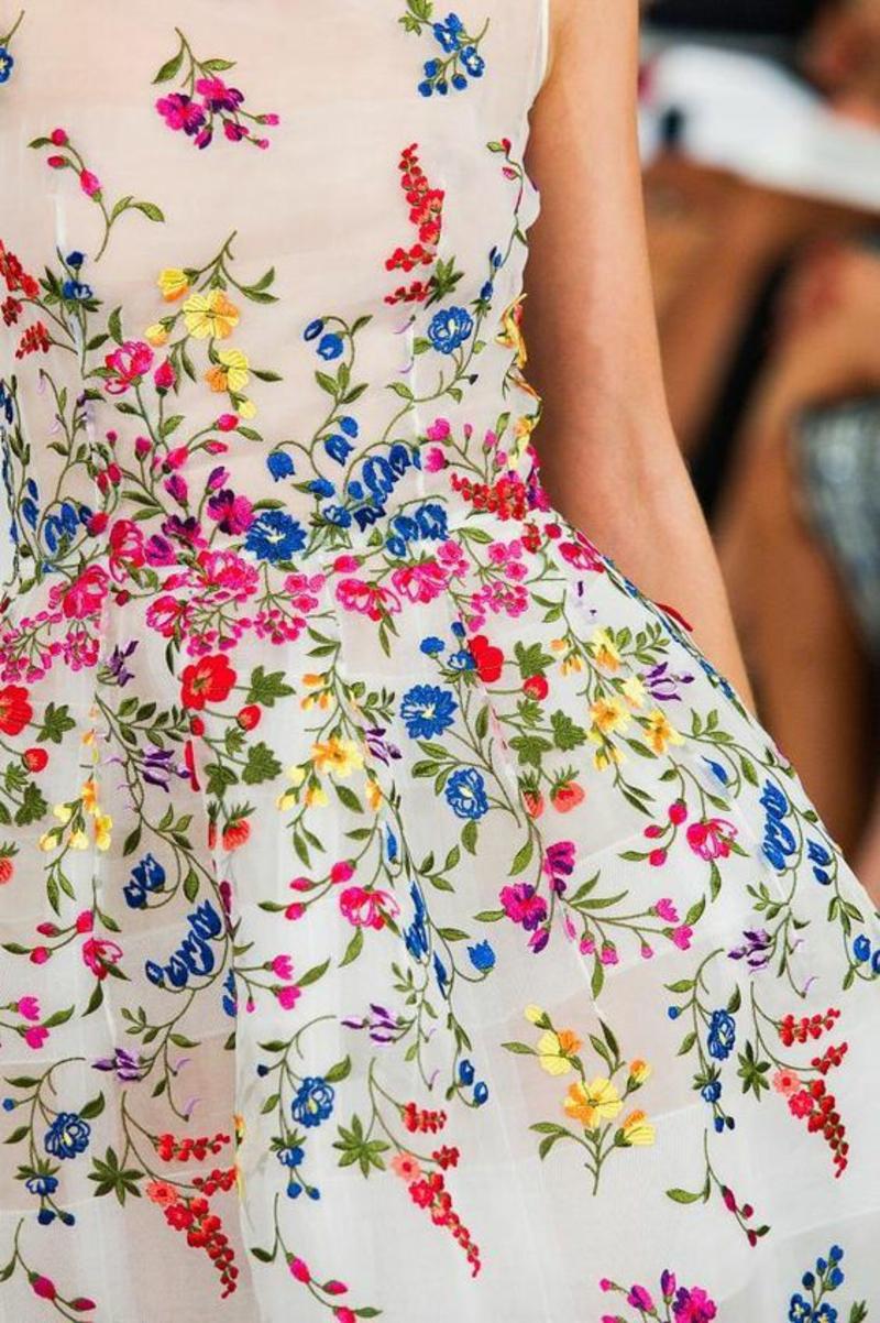 schöne Sommerkleider Blumenkleider Sommermode Oscar de la Renta