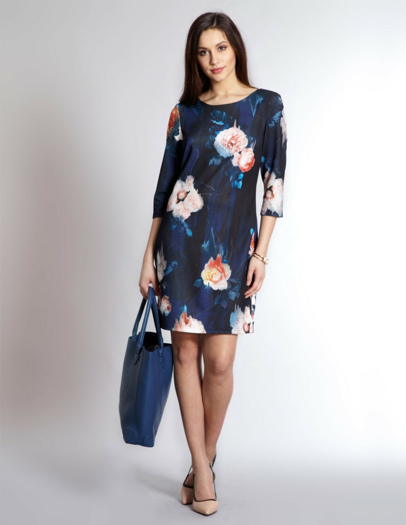 schöne Sommerkleider Blumenkleider kurz blau Handtasche