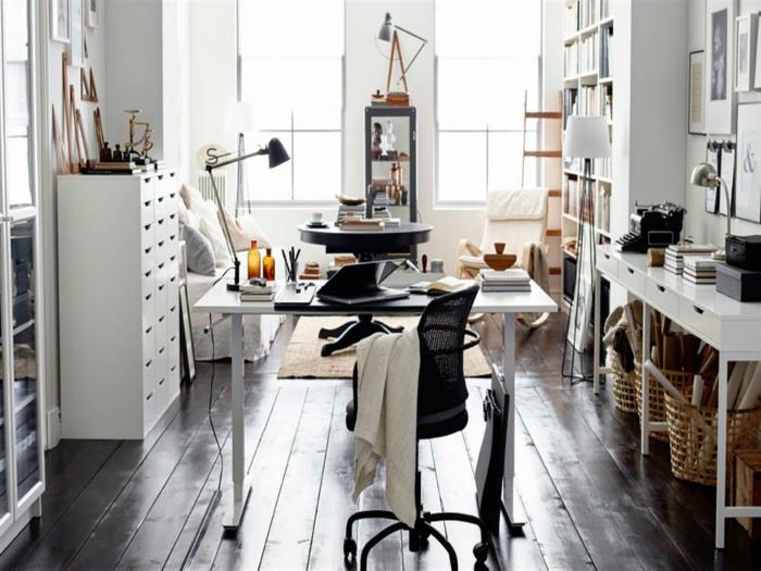 schöne wohnideen home office gestalten holzboden moderner bürostuhl