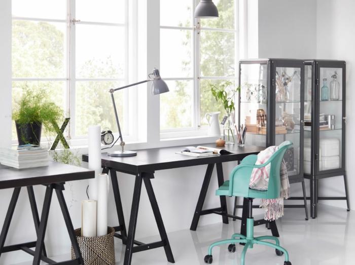 schöne wohnideen home office ikea grüner bürostuhl räder pflanzen