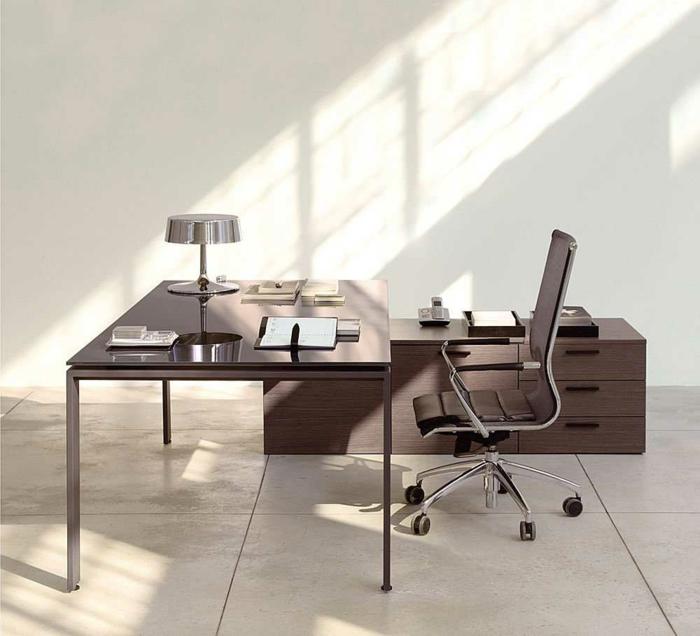 schöne wohnideen home office moderne möbel lederstuhl räder
